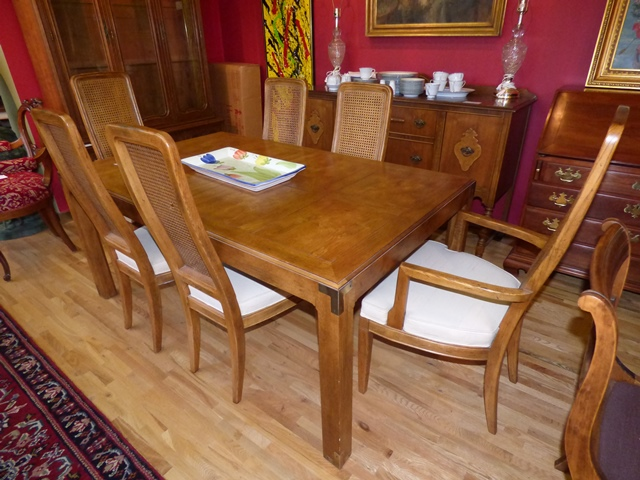Beautiful Henredon Dining Table and 6 Chairs - Marva\'s Place